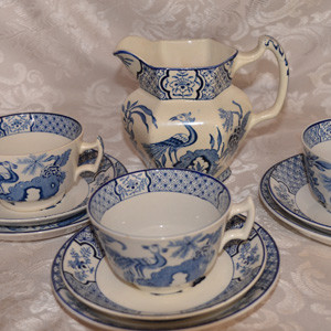 Assortment-of-teacups